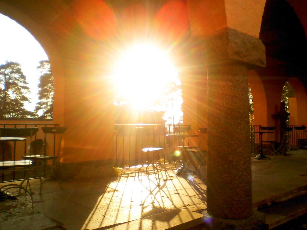 CE2010-courtyard